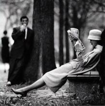 Kobieta na ławce w parku. Nowy Jork, 1957